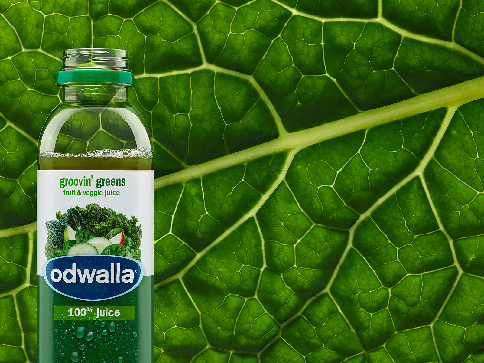 Odwalla_15oz_GroovinGreens_03_Droplets_Final-small